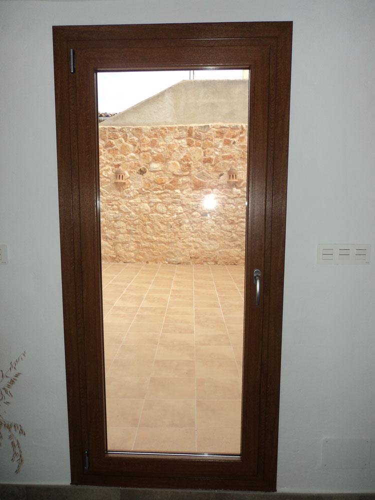 Alumipractic ventanas de pvc mallorca puertas de pvc for Puertas de calle de pvc