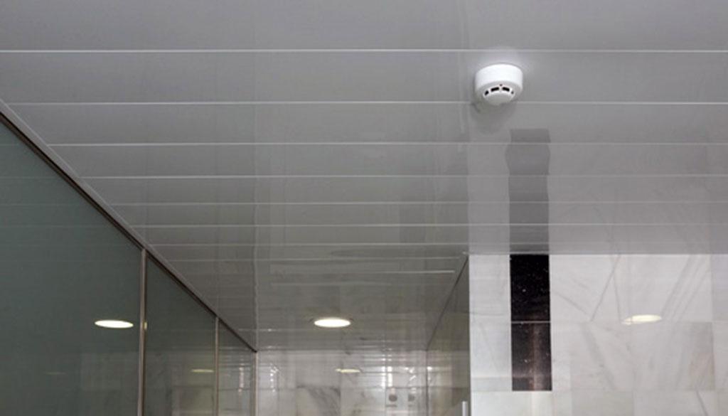 Alumipractic referencias de obra en aluminio cristal y pvc mallorca cortinas cerramientos - Falso techo metalico ...